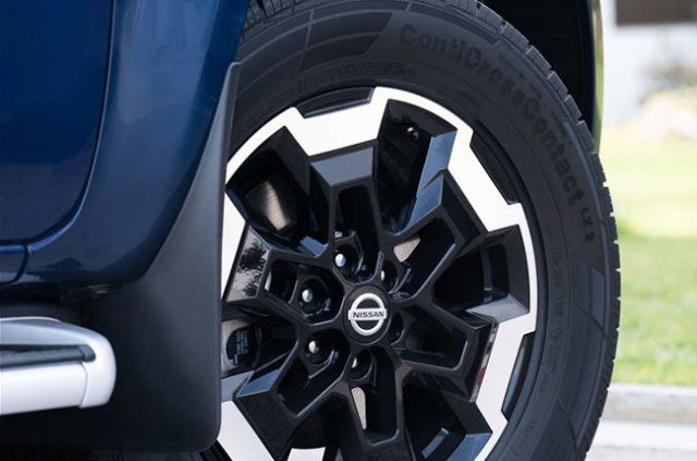 2020 Nissan Navara wheels