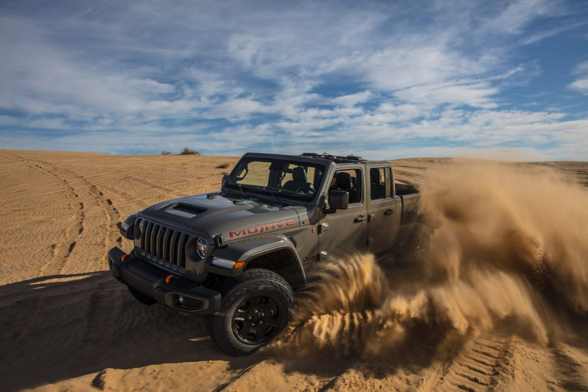 2021 jeep gladiator mojave comes with a fox 25inch