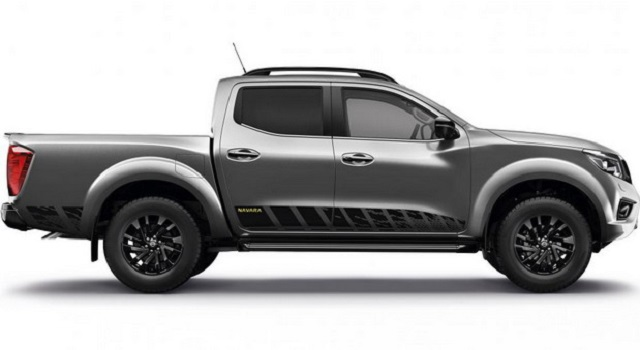 2022 Nissan Navara side