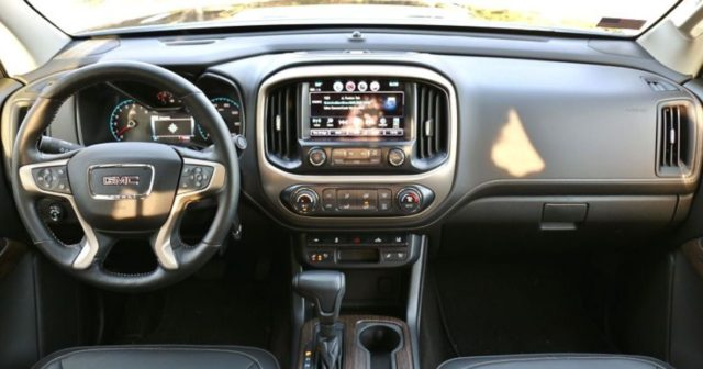 2022 GMC Canyon interior