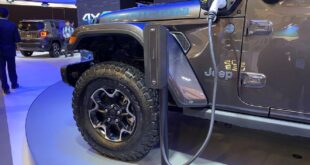 2022 Jeep Gladiator 4xe side