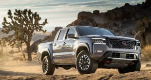2022 Nissan Frontier Pro-4X front